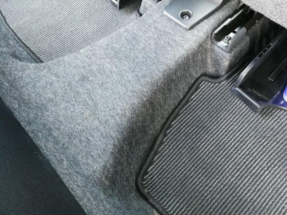 洗車後の後部座席