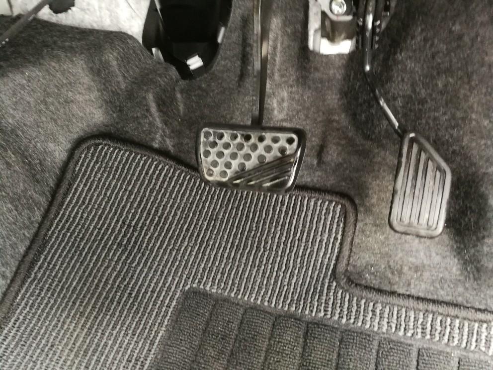 洗車後の運転席